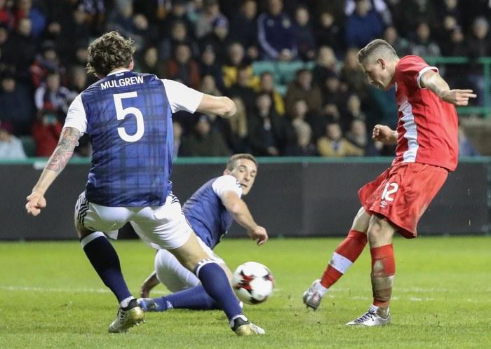 0686-Aird-goal-Scotland